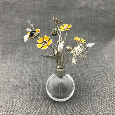 SARAH JONES Silver & Enamel DAISY with BUMBLE BEE