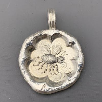 MALCOLM APPLEBY Silver BEE PENDANT